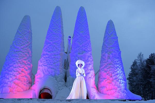 Sagrada familia de hielo en Juuka, Finlandia
